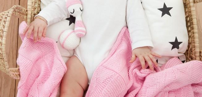 Yıldız Desenli Kız Bebek Örgü Takımı